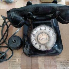 Teléfonos: TELÉFONO ANTIGUO DE SOBREMESA COLOR NEGRO BAQUELITA TIENE GRIETA EN LA CARCASA. Lote 290040388