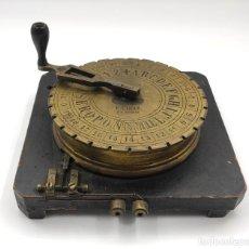 Antigüedades: TELÉGRAFO DE CUADRANTE BREUGUET, TRASMISOR EN MADERA Y BRONCE, DE MEDIADOS DEL SIGLO XIX.. Lote 293432453