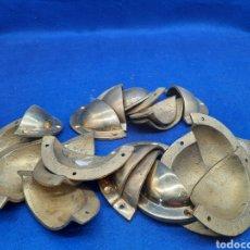 Antigüedades: LOTE DE 20 TIRADORES DE BRONCE FUNDIDO. Lote 293571713