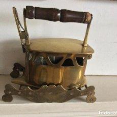 Antigüedades: PLANCHA CON UN SOPORTE DE BRONCE.HOLANDES.. Lote 293934863