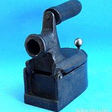 Antigüedades: PEQUEÑA PLANCHA. Lote 294578403