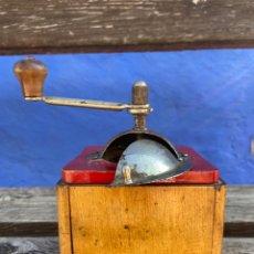 Antigüedades: MOLINILLO CAFÉ EN MADERA Y METAL. Lote 294580068