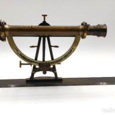 Antigüedades: ALIDADA- PLANCHETA DE RECARTE EN BRONCE Y MADERA, HACIA 1900.. Lote 295493268