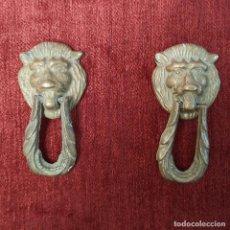 Antigüedades: PAREJA DE TIRADORES DE BRONCE. Lote 295710643