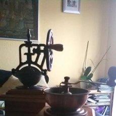 Antigüedades: MOLINILLO CAFE, CONJUNTO DOS UNIDADES. Lote 295988698
