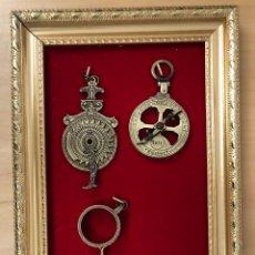 Antigüedades: LOTE DE 5 ASTROLABIOS. REPRODUCCION. SE PRESENTAN ENMARCADOS. Lote 296612118
