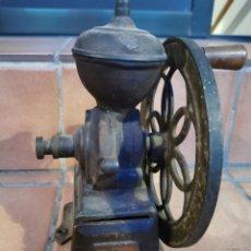 Antigüedades: ANTIGUO MOLINILLO DE CAFÉ DE RUEDA LATERAL – ORIGINAL. AÑOS 1920-1930.. Lote 296623058