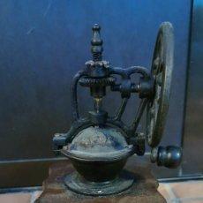 Antigüedades: ANTIGUO MOLINILLO DE CAFÉ DE RUEDA LATERAL – ORIGINAL.. Lote 296634793
