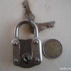 Antigüedades: CANDADO. UCEM MONDRAGON CON DOS LLAVES. Lote 296781893