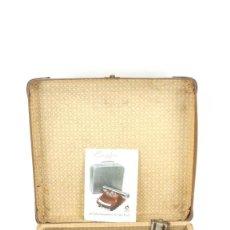 Antigüedades: MAQUINA DE ESCRIBIR BAMBINO AÑO 1954 COLOR AZUL TYPEWRITER SCHREIBMASCHINE. Lote 296874198