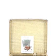 Antigüedades: MAQUINA DE ESCRIBIR BAMBINO AÑO 1954 COLOR GRANATE TYPEWRITER SCHREIBMASCHINE. Lote 296874853