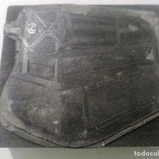 Antigüedades: TAMPON, PLANCHA DE IMPRENTA , METALICA Y MADERA, MEDIDAS 10 X 9 CM. Lote 296943153