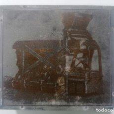 Antigüedades: TAMPON, PLANCHA DE IMPRENTA , METALICA Y MADERA, MEDIDAS 7,5 X 7 CM. Lote 296945018