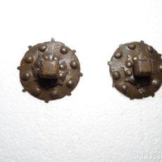 Antigüedades: DOS CLAVOS DE TRES PIEZAS. SIGLO XVII, HIERRO FORJA. Lote 297026783