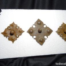 Antigüedades: LOTE 3 CLAVOS GRANDES. SIGLO XVII Y XVIII, HIERRO FORJA. Lote 297027288