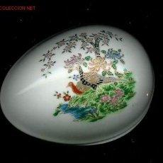 Antigüedades: BONITA CAJA DE PORCELANA JAPONESA CON DIBUJOS ESMALTADOS Y BORDES DORADOS. MEDIDAS DE LA MISMA: 9 X . Lote 25855604