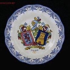 Antiquités: PLATO HERALDICO DE CERAMICA DE TALAVERA CON EL ESCUDO DE SUS APELLIDOS. Lote 24964714