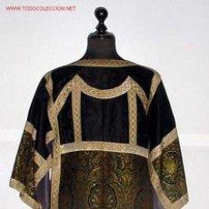 Antigüedades: ANTIGUA Y PRECIOSA DALMATICA DE SEDA BORDADA - ROPA RELIGIOSA DE CEREMONIA - IGLESIA - SACERDOTE - M. Lote 26676849
