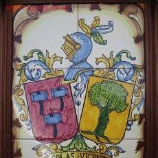 Antigüedades: CUADRO HERALDICO EN CERAMICA DE TALAVERA CON EL ESCUDO DE SUS APELLIDOS. Lote 23120156