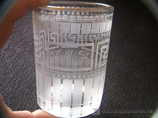 VASO DE CRISTAL SIGLO XIX. ¿LA GRANJA? GRABADO CON LAS INICIALES DE MARQUESADO. 9 CM. X 6,5 CM. (Antigüedades - Cristal y Vidrio - La Granja)