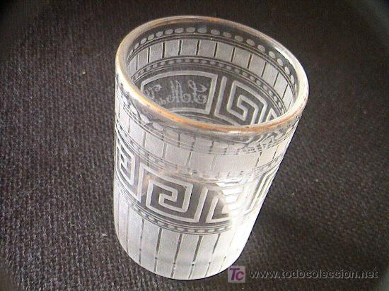 Antigüedades: VASO DE CRISTAL SIGLO XIX. ¿LA GRANJA? GRABADO CON LAS INICIALES DE MARQUESADO. 9 CM. X 6,5 CM. - Foto 2 - 3225989