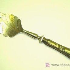 Antigüedades: TENEDOR DE SERVICIO ANTIGUO EN ALPACA. Lote 24392209