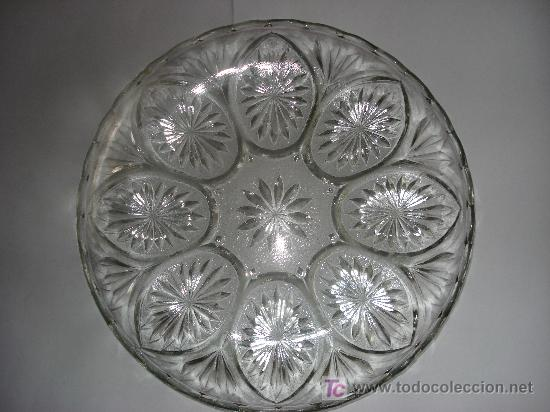 ANTIGUO PLATO DE CRISTAL PRENSADO DE 22,5 CM. DE DIAMETRO (Antigüedades - Cristal y Vidrio - Otros)