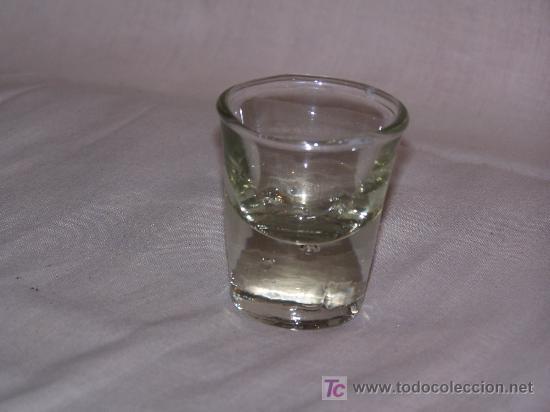 VASO VIDRIO GRUESO. 7 CM. ALT. 4 CM. DIAMETRO. (Antigüedades - Cristal y Vidrio - Otros)