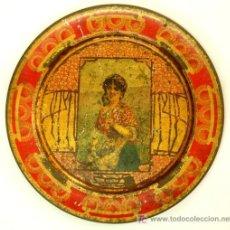 Antigüedades: PLATO METÁLICO SERIGRAFIADO CON ESCENA DE MUJER CAMPESINA , EMPLEADO PARA SERVIR BOMBONES - 1900. Lote 27247531