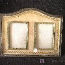 Antigüedades: PORTARETRATOS DOBLE DE BRONCE Y TELA. SIGLO XIX. MIDE 21 CM. X 16 CM.. Lote 3225831
