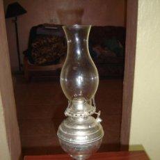 Antigüedades: QUINQUE DE METAL Y TULIPA DE CRISTAL. Lote 15738875