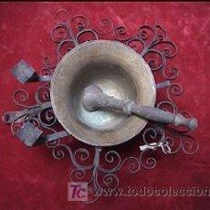 Antigüedades: MORTERO ALMIREZ CON SOPORTE HIERRO FORJADO. Lote 182887063