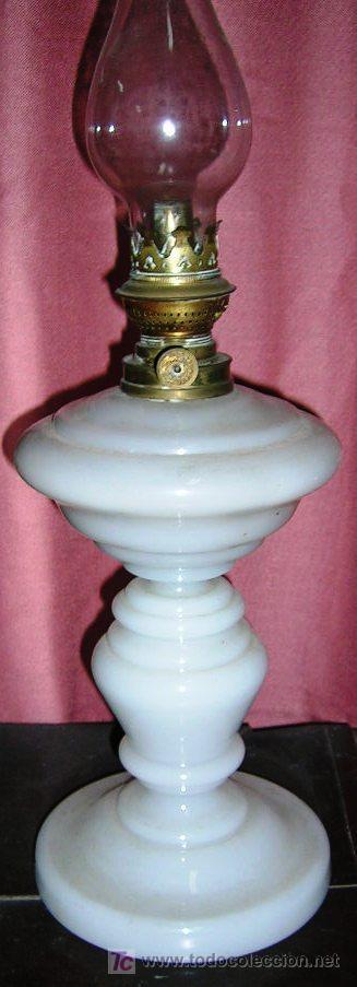 Antigüedades: QUINQUÉ GRANDE. 37cm. Diám16 cm. CRISTAL FINO CUAJADO BLANCO Y METAL.1880. EN USO. VARIAS. - Foto 4 - 27618876