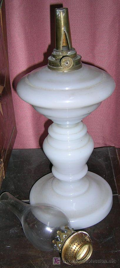 Antigüedades: QUINQUÉ GRANDE. 37cm. Diám16 cm. CRISTAL FINO CUAJADO BLANCO Y METAL.1880. EN USO. VARIAS. - Foto 3 - 27618876