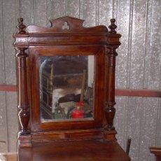 Antigüedades: TOCADOR DE NOGAL CON MAQUETERIA. Lote 5170631