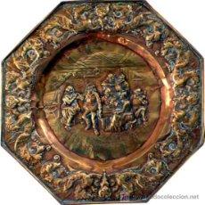 Antigüedades: GRAN PLATO OCTOGONAL DE LATÓN REPUJADO - RARO POR TEMÁTICA - S. XIX. Lote 26598371