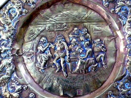 Antigüedades: GRAN PLATO OCTOGONAL DE LATÓN REPUJADO - RARO POR TEMÁTICA - S. XIX - Foto 2 - 26598371