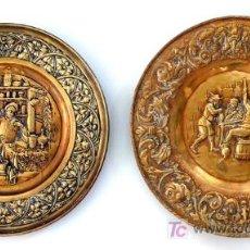 Antigüedades: PAREJA DE PLATOS DE LATÓN REPUJADO - RAROS POR TEMÁTICA - S. XIX. Lote 26578808