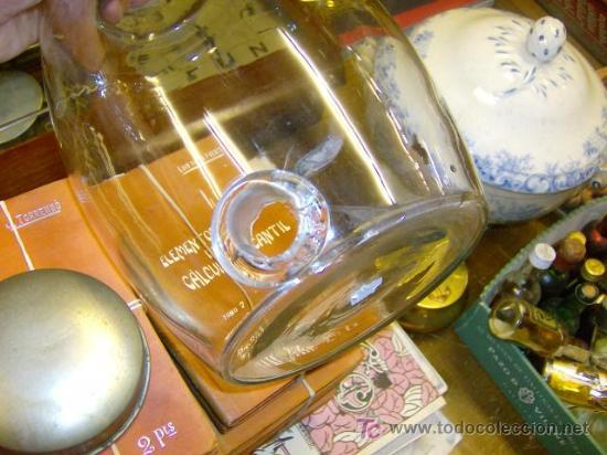 Antigüedades: ANTIGUO BARRILETE DE VIDRIO CON ENTRADA DE GRIFO Y TAPA DE METAL. APROX 1950, perfumes + INFO - Foto 2 - 26740167
