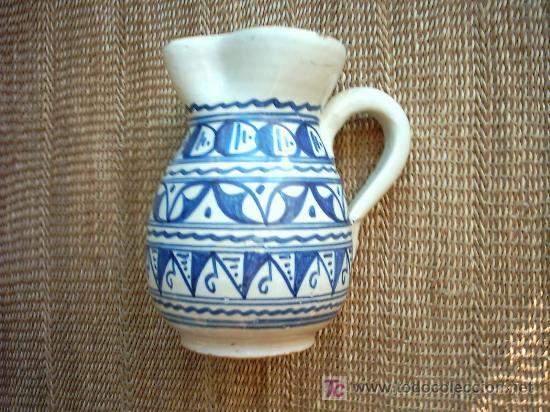 VIEJA JARRA DE CERAMICA DE MALLORCA DECORADA EN AZUL. 19 CM. (Antigüedades - Porcelanas y Cerámicas - Otras)