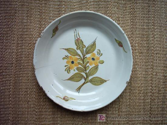 ANTIGUO PLATO DE CERÁMICA DE RIBESALBES. SIGLO XIX. MARCAS AL DORSO. 26 CM. (Antigüedades - Porcelanas y Cerámicas - Ribesalbes)