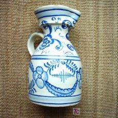 Antigüedades: VIEJA JARRA DE CERAMICA PINTADA EN AZUL. 23 CM. . Lote 26639818