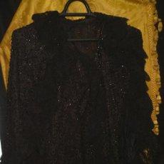 Antigüedades: SIGLO XIX ( 1880 -1900 ) CAPA DOBLE AZABACHE Y PUNTILLAS ENCAJES. GRAN CALIDAD DE PIEZA. 70CM. X 40. Lote 10854108