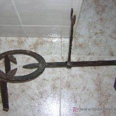 Antigüedades: ANTIGUA TREBEDE DE HIERRO FORJADO, EN . Lote 26165347