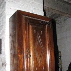 Antigüedades: MUEBLE DE PARED DE MADERA DE EMBERO MACIZA. 60X35X18 CM.. Lote 78556019