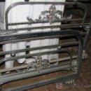 Antigüedades: PRECIOSA CAMA DE METAL BLANCO. 90 CM. ANCHO.. Lote 27060588
