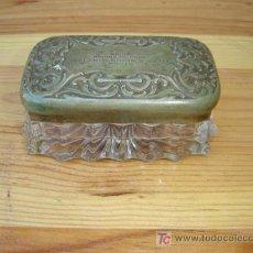 Antigüedades: PEQUEÑA CAJA DE CRISTAL Y TAPA DE PLATEADA. Lote 6415742