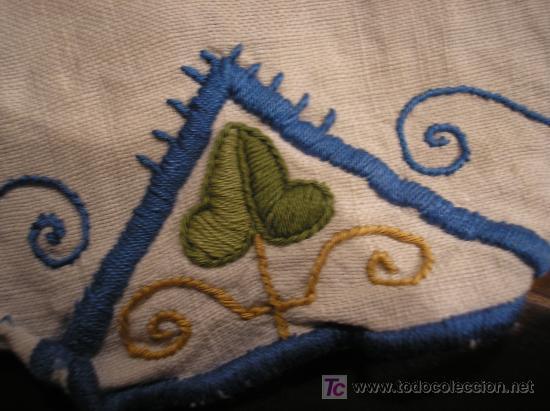 Antigüedades: Antiguo tapete en lino bordado - Foto 3 - 26509676
