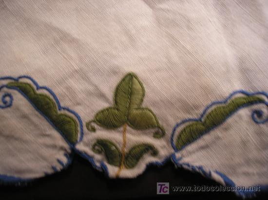 Antigüedades: Antiguo tapete en lino bordado - Foto 2 - 26509676