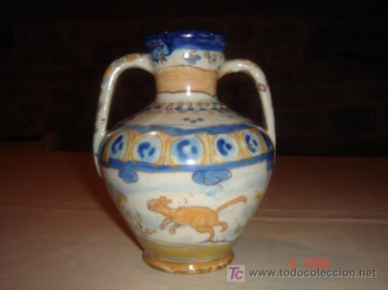 JARRONCILLO TALAVERA-NIVEIRO. (PRIMERA MITAD S.XX). FIRMADO CON ANAGRAMA EN LA BASE. ALTURA: 13.5 CM (Antigüedades - Porcelanas y Cerámicas - Talavera)